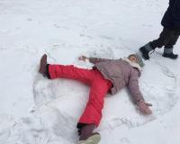 Zimowe zabawy dzieci z 0a i 0b